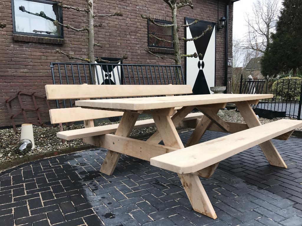 Picknicktisch mit Lehne